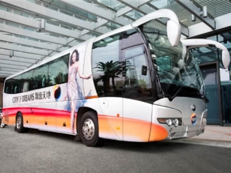 コタイ地区の各リゾートが運行する無料シャトルバスの利用が便利(c)CityofDreams