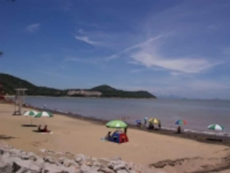 夏には多くの海水浴客でにぎわうハクサビーチ