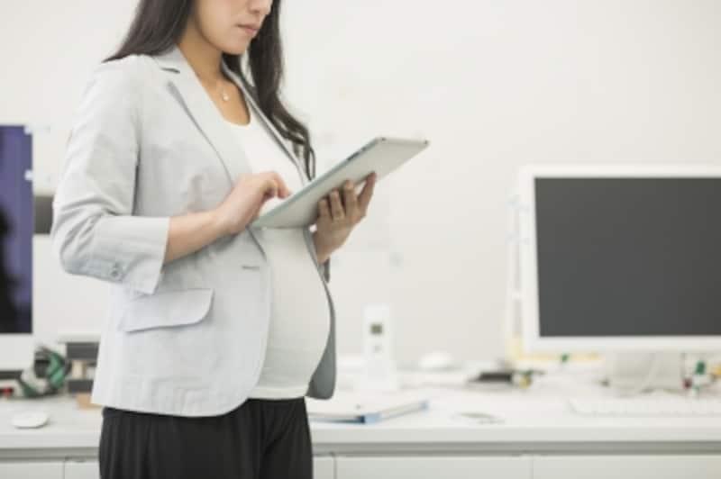 出産で会社を辞めるなら失業給付の延長の手続きを
