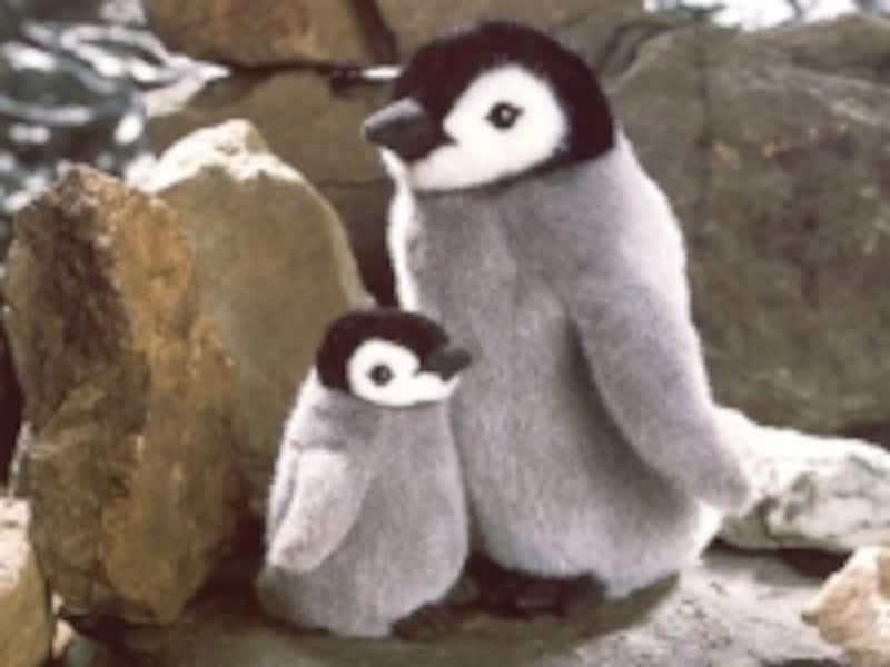 じっくり観察したくなる「皇帝ペンギンの子(右・7560円・約22cm)」
