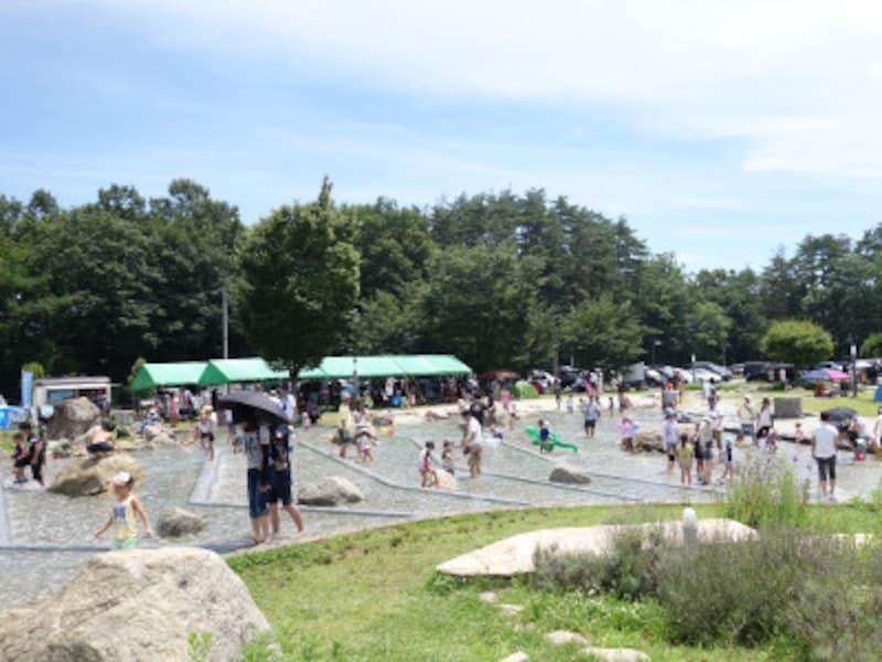 レストラン、BBQ場、温泉、公園、宿泊棟、キャンプ場からなる複合施設