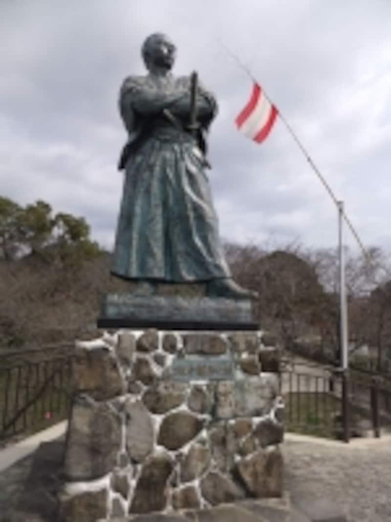 風頭山にある坂本龍馬の銅像