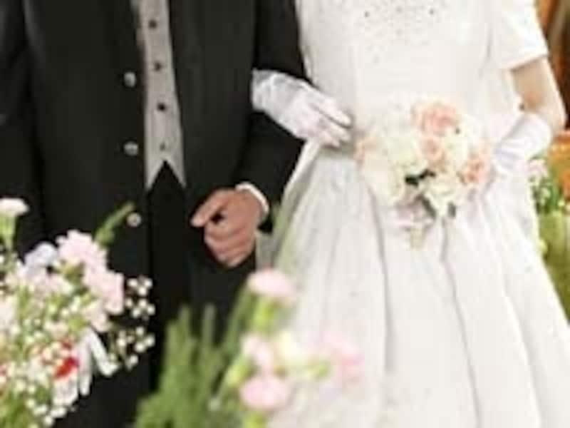 結婚式の費用は、一時に多額の支払いとなる。こんな時にブライダルローンを利用すると安心かも