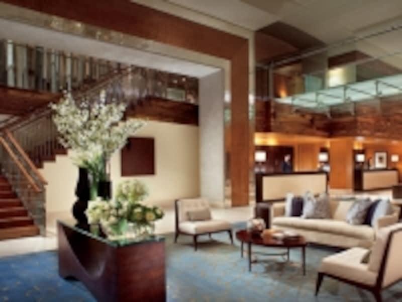 ロビーに足を踏み入れた瞬間から、高品質な雰囲気に包まれること間違いなし!(C)TheRitz-CarltonHotelCompany
