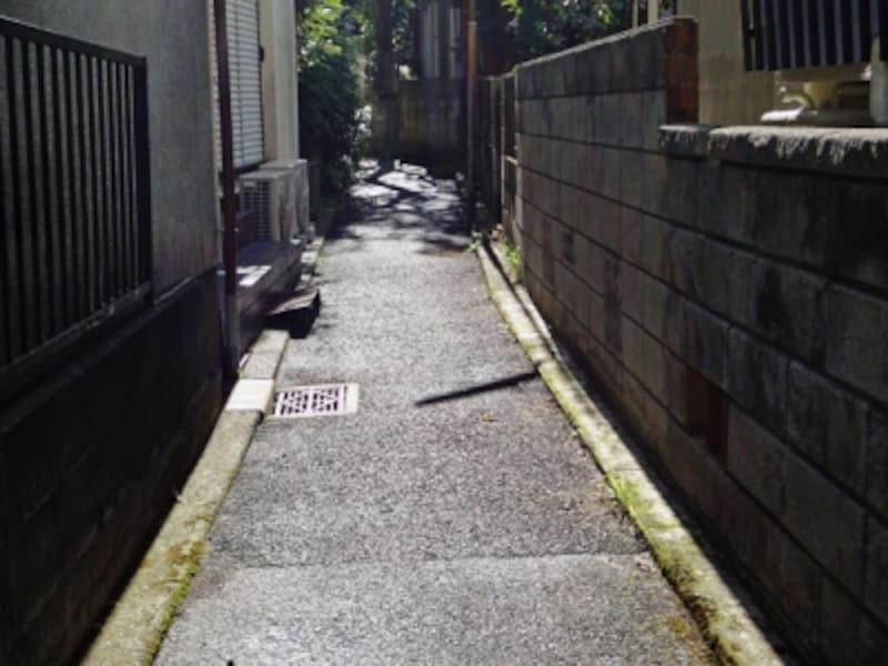 住宅街の中の法定外道路
