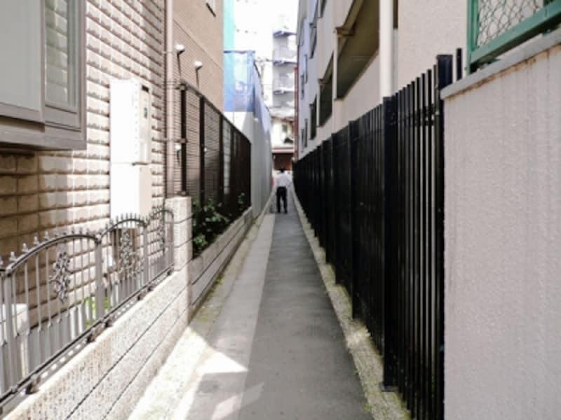 住宅街の中の赤道、あかみち