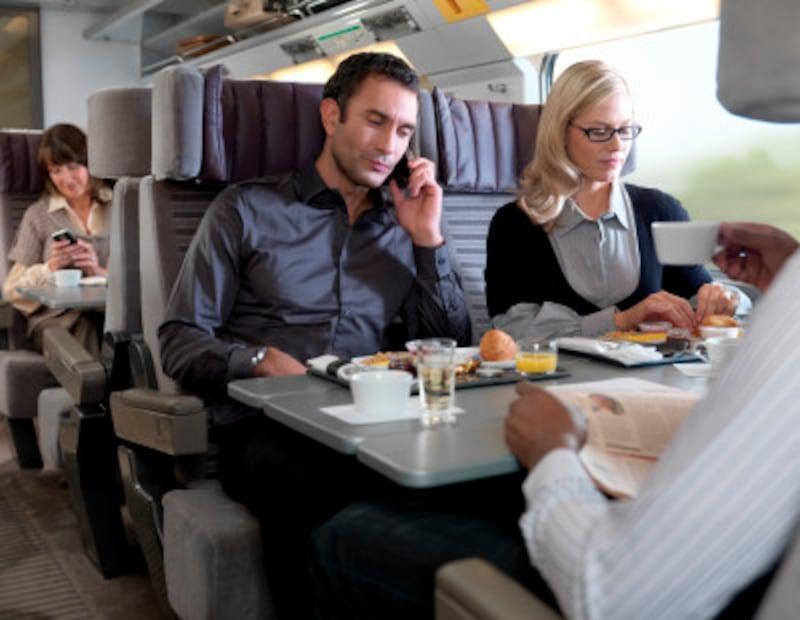 星付きシェフの食事が食べられるビジネスプレミアクラス(c)eurostar
