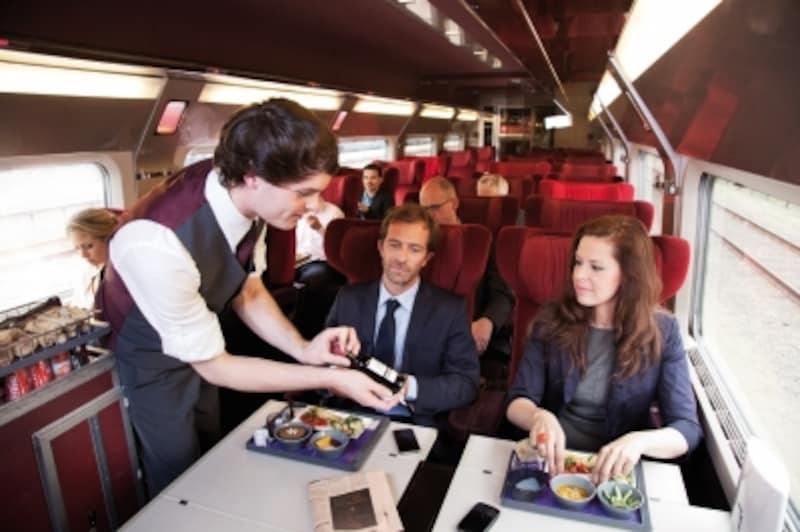 コンフォート1では座席での食事の他、wifiの無料接続も(c)thalys