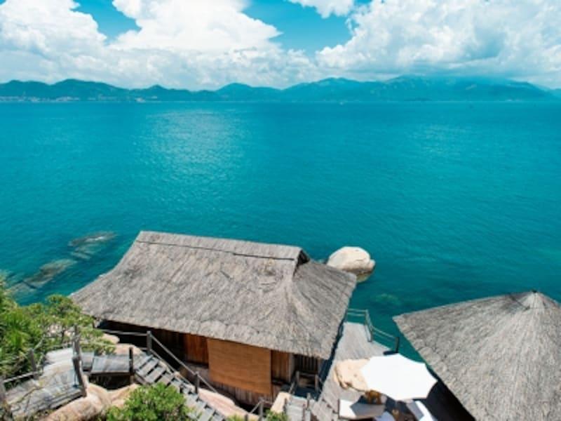 ベトナムのリゾート地、ニャチャンから専用スピードボートで20分。エメラルドの海とコーラルリーフに囲まれた、ニンバンベイ