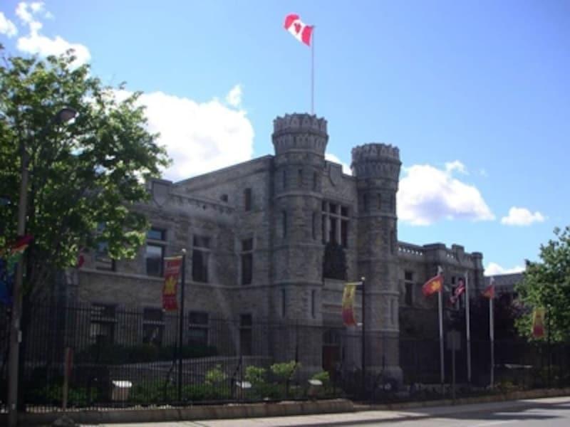 カナダで2ヶ所のうちのひとつ。重々しい建物ですが、ギフトショップも併設した観光ポイント