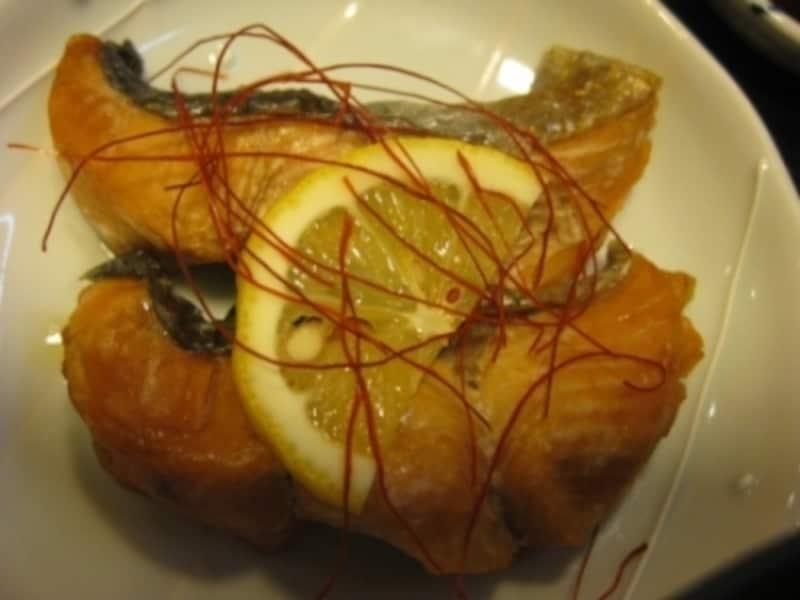 秋から冬にかけて登場する「鮭の柚子南蛮」