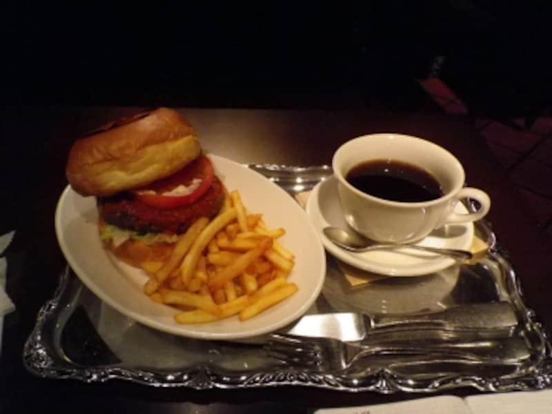 オリジナルバーガーとポテト・ドリンクセットundefined950円