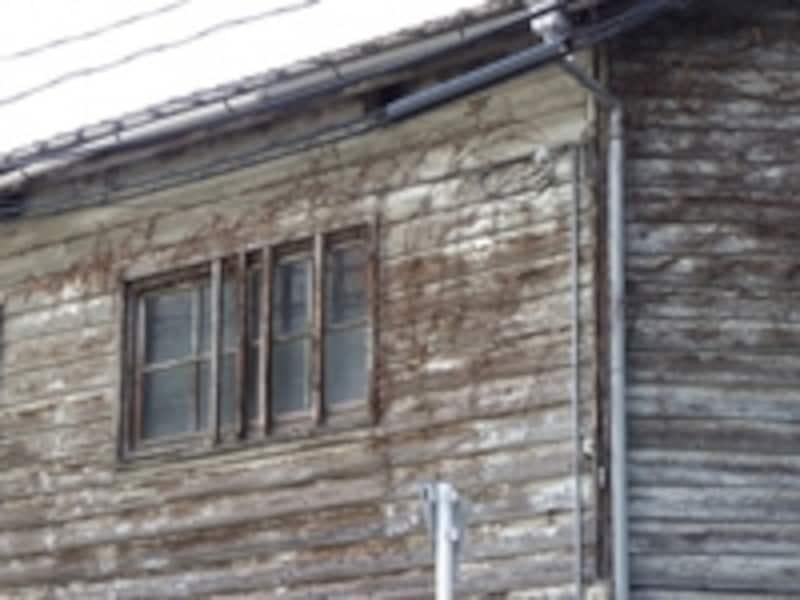 老朽化が進んだ家は耐震性も低下している可能性がある(写真はイメージ)