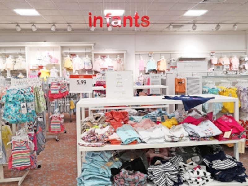カラフルな洋服がいっぱい!メイシーズアラモアナセンター店のインファントコーナー