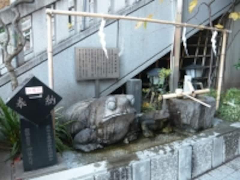 かえるさん石像