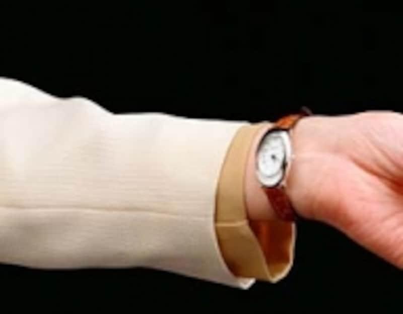 腕時計を付けているから鍵をかけた!