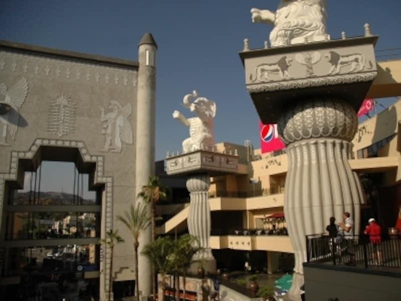 映画のセットをそのまま再現した建物