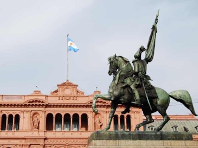 大統領府カサ・ロサーダなど、ブエノスアイレス市内は観光名所がたくさん