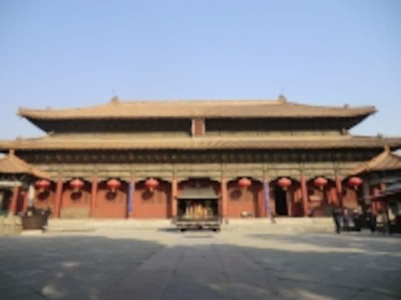 壮麗な天きょう殿は幅48.7m、高さ22.3m。泰山の神が祀られている