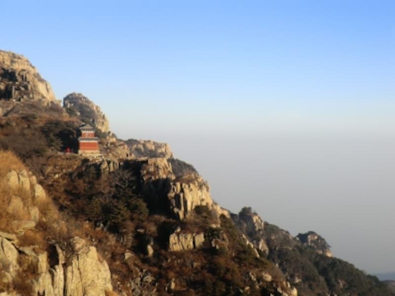まるで仙人でも住んでいそうな幽玄の境地「泰山」、歴代の中国皇帝をはじめ、多くの文人墨客が訪れました