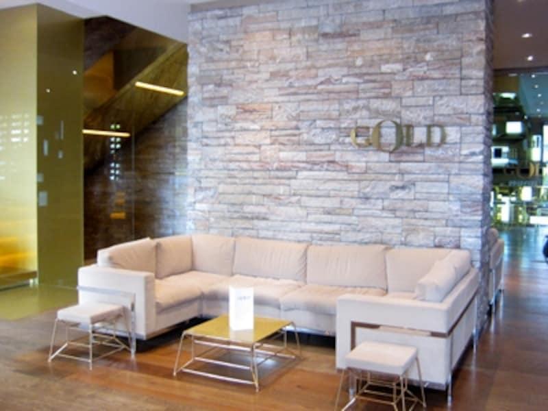 レストラン「GOLD」のラウンジ