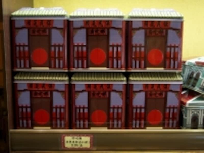 世界遺産の形をした缶入りパッケージも(鉅記)