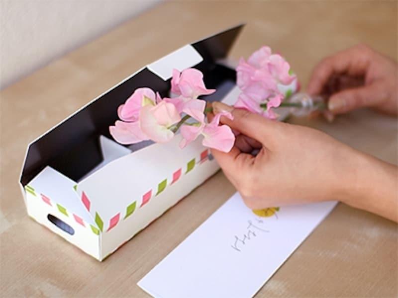 郵便ポストに届く一輪の花『はなてがみ』は速達送料込みで1680円