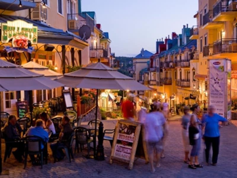 メインストリートはいつも多くの観光客で大賑わい(C)TourismQuebec