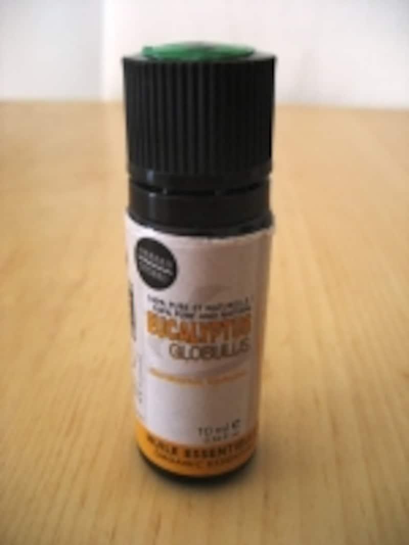 ツンとしたさわやかな香りが特徴な精油で、花粉症のつらい鼻づまりを助けてくれます