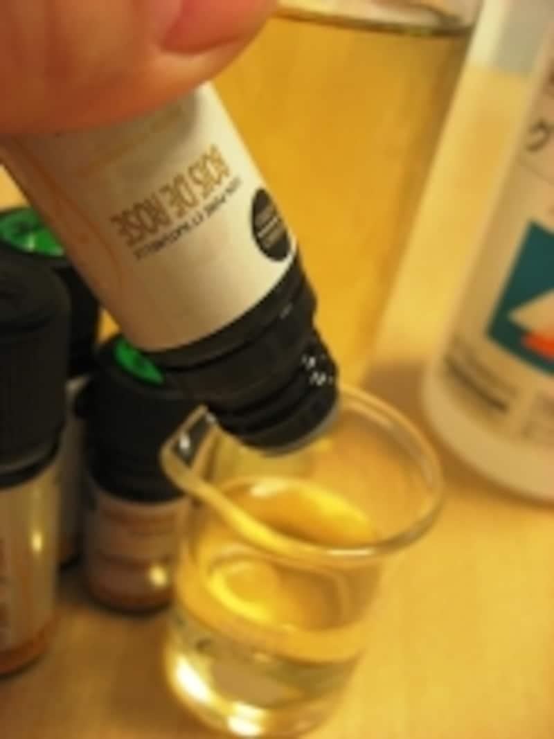精油のフレッシュな香りを楽しみたいので、1回ずつ、使う都度精油を5滴ブレンドするのがガイド流。