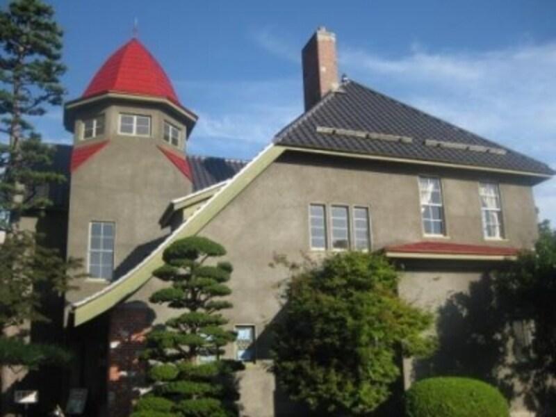とんがり屋根がとってもユニークな、大正時代の洋館