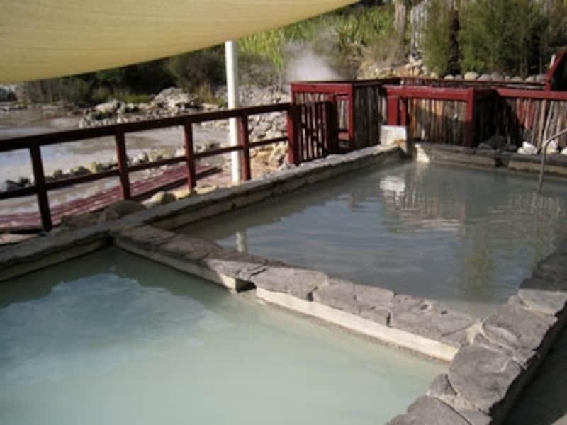 濃い温泉にゆっくり浸って旅の疲れを癒したい