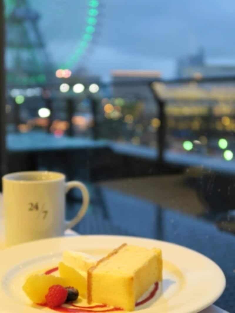 [アット!]2nd横浜3階「24/7restaurant」では、夜でもスイーツ&シングルオリジンコーヒーがオーダー可(2016年3月9日撮影)