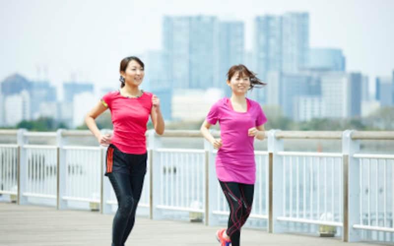 ランニング人口はますます増加中!おしゃれなウェアやシューズが多いことも、女性から人気のスポーツになった大きな要因です