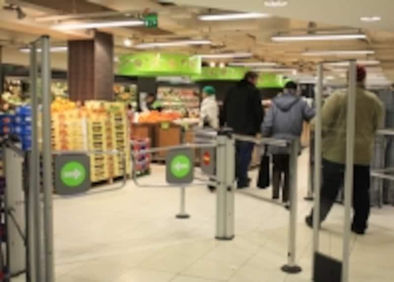 スーパーの入口