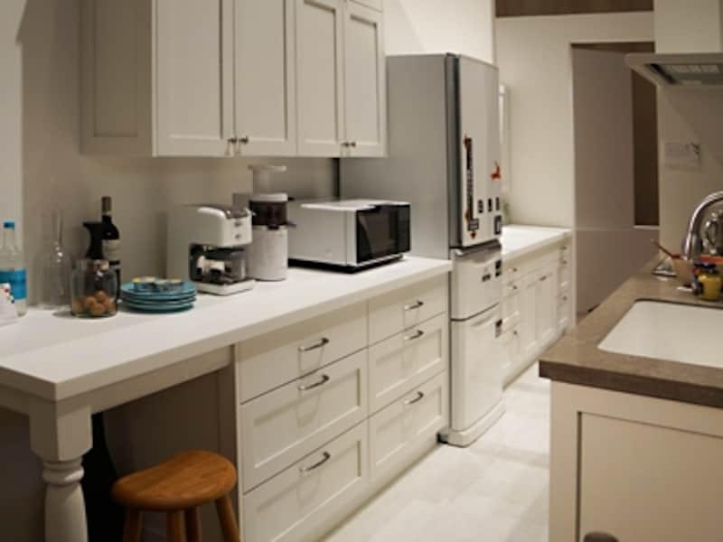 キッチンの家事コーナーから洗面所までのアフターの様子。家事の連係がしやすいのはもちろん、風通しもよくなる。