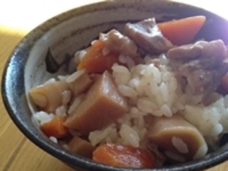 業務スーパーの野菜炊き合せで作った炊き込みご飯