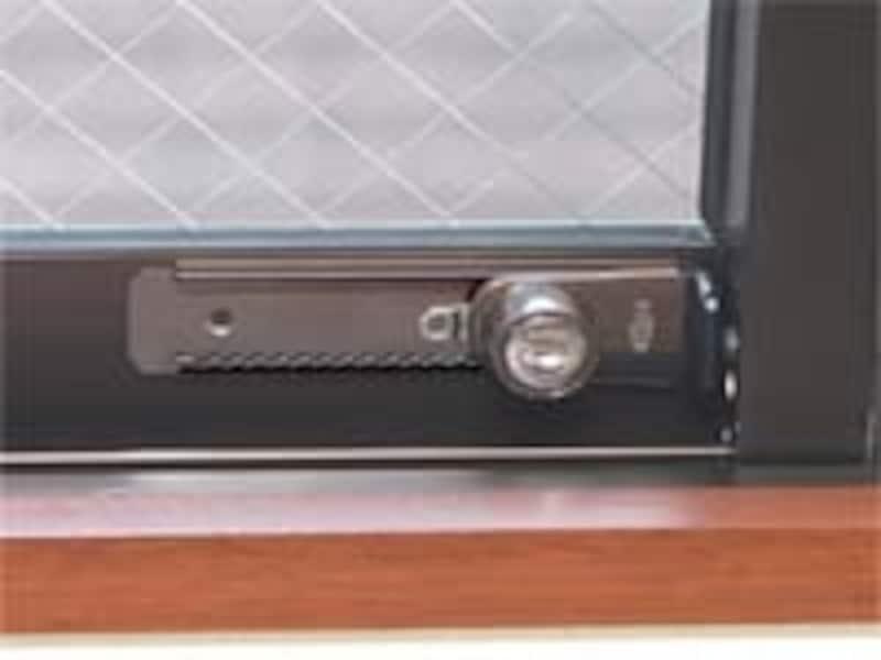 窓用の補助錠でしっかりガード