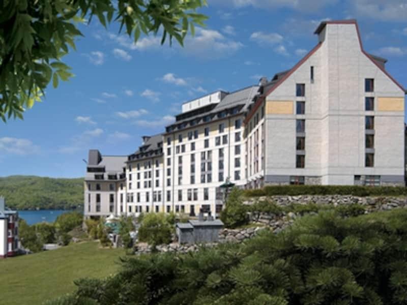 フェアモント系列のホテルには、古城を模した外観のホテルが多いが、このホテルは例外(C)FairmontHotelsandResorts
