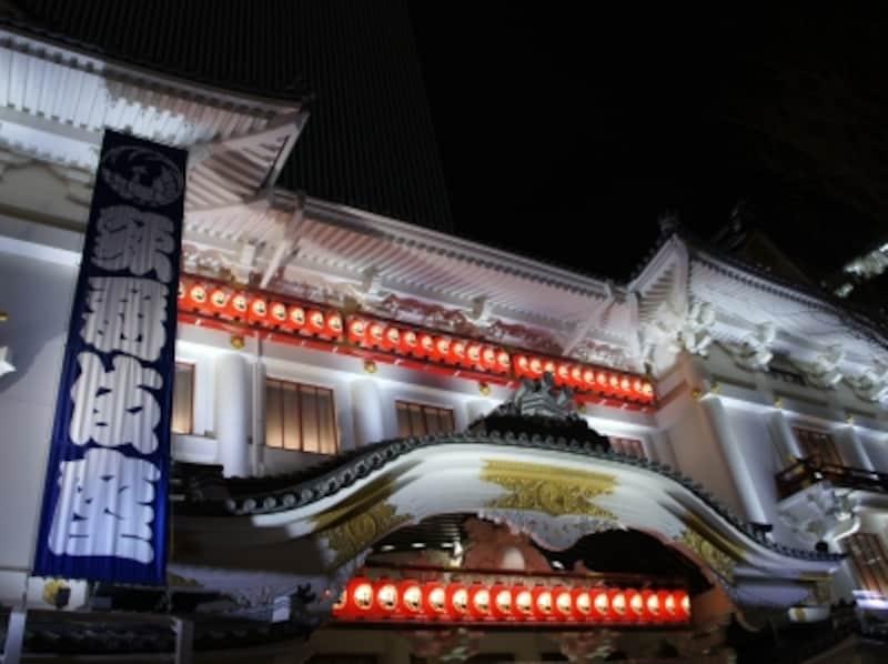 世界初の光で歌舞伎の殿堂を照らす