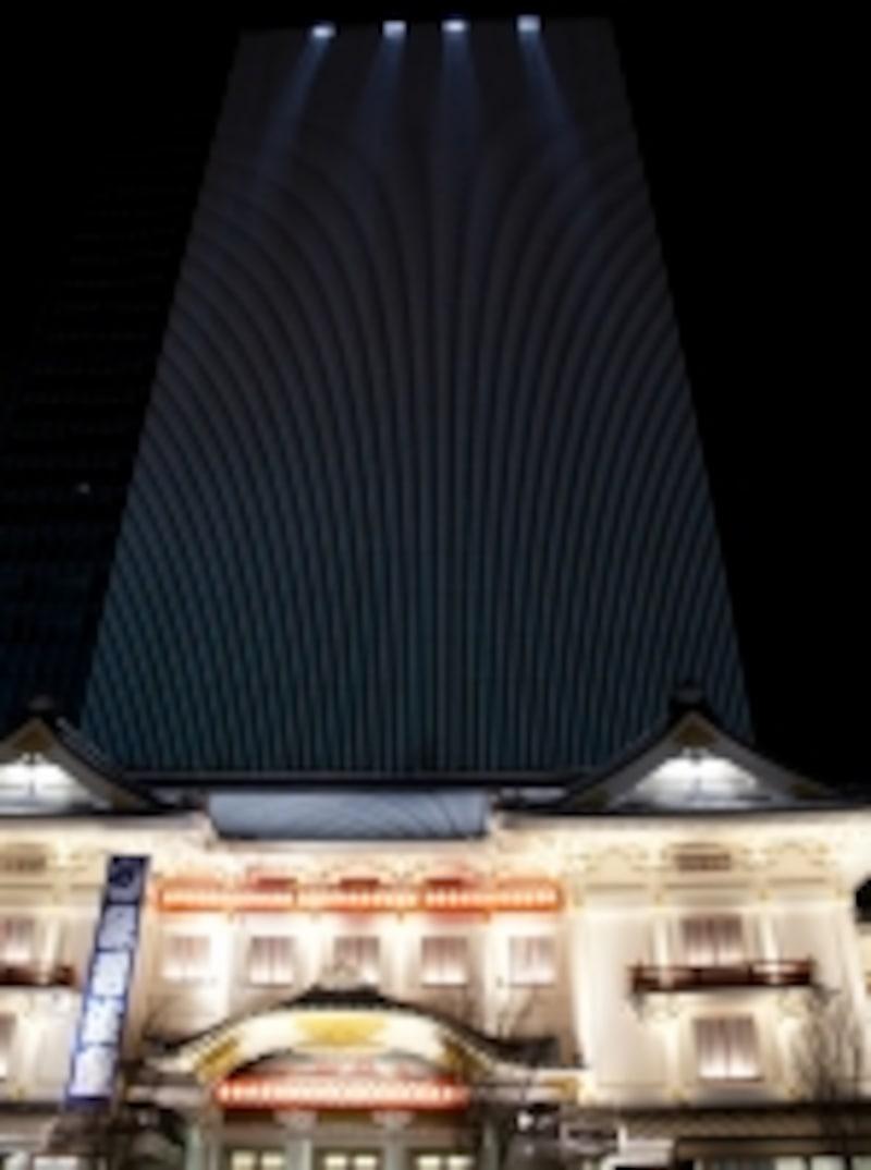 歌舞伎座屋根瓦にふりそそぐ人口星