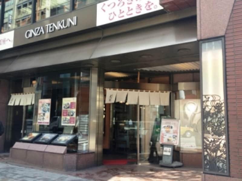 銀座中央通りに面した同店店頭