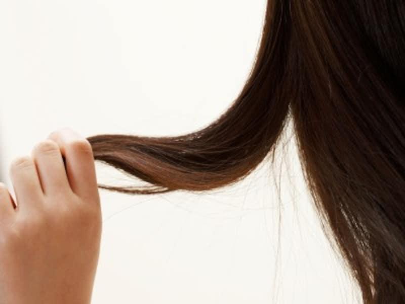 髪の老化の原因