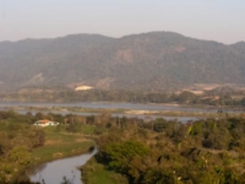 アナンタラリゾートからの眺め。雄大なるメコン川の向こうはラオス