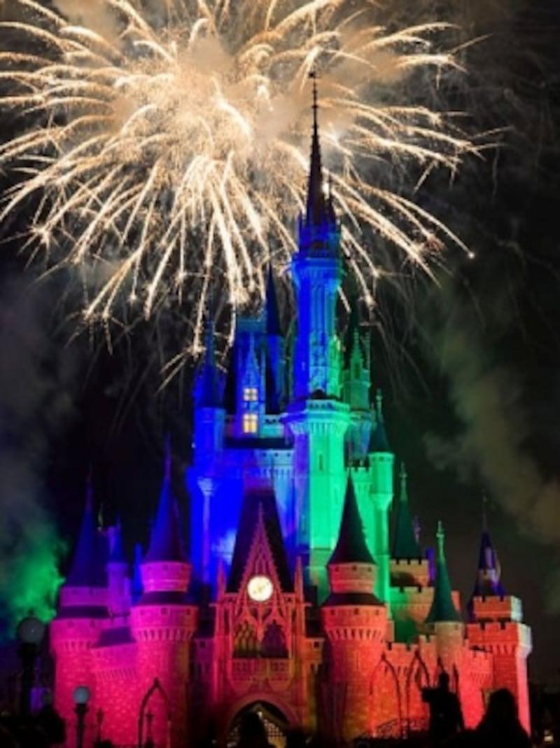 世界中の人たちの笑顔であふれる夢と魔法の王国