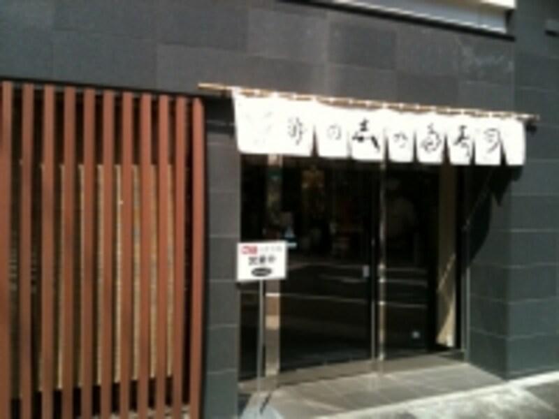 地下のイートインコーナーは11時から14時30分まで営業