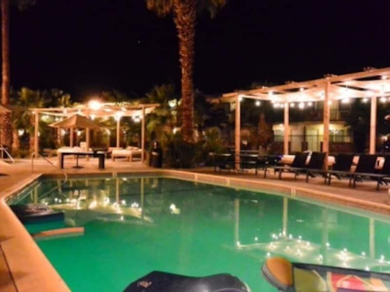 モーテルとホテルのプールエリアはほとんどWiFiが飛んでいる!
