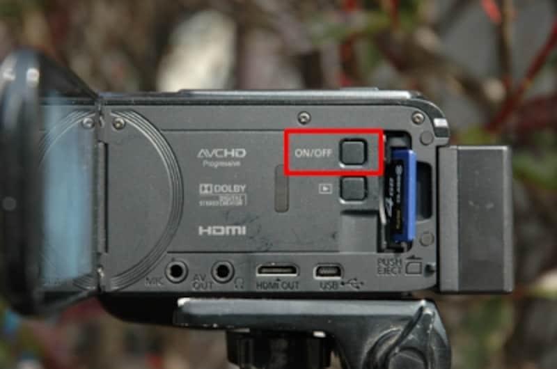 本体にも電源のON/OFFスイッチがある。そにれしても、ボタン類が少なく、スッキリとしたボディ