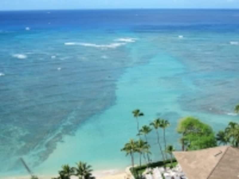 古代ハワイアンが病を癒すために水浴びをしたというハレクラニ前のビーチ