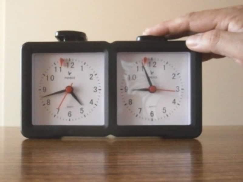 対局時計は、指した手でボタンを押す